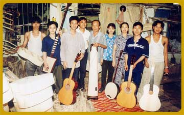 Thanh Cam Musical Instruments Factory Tour. Do Viet Dung luthier. Vietnam